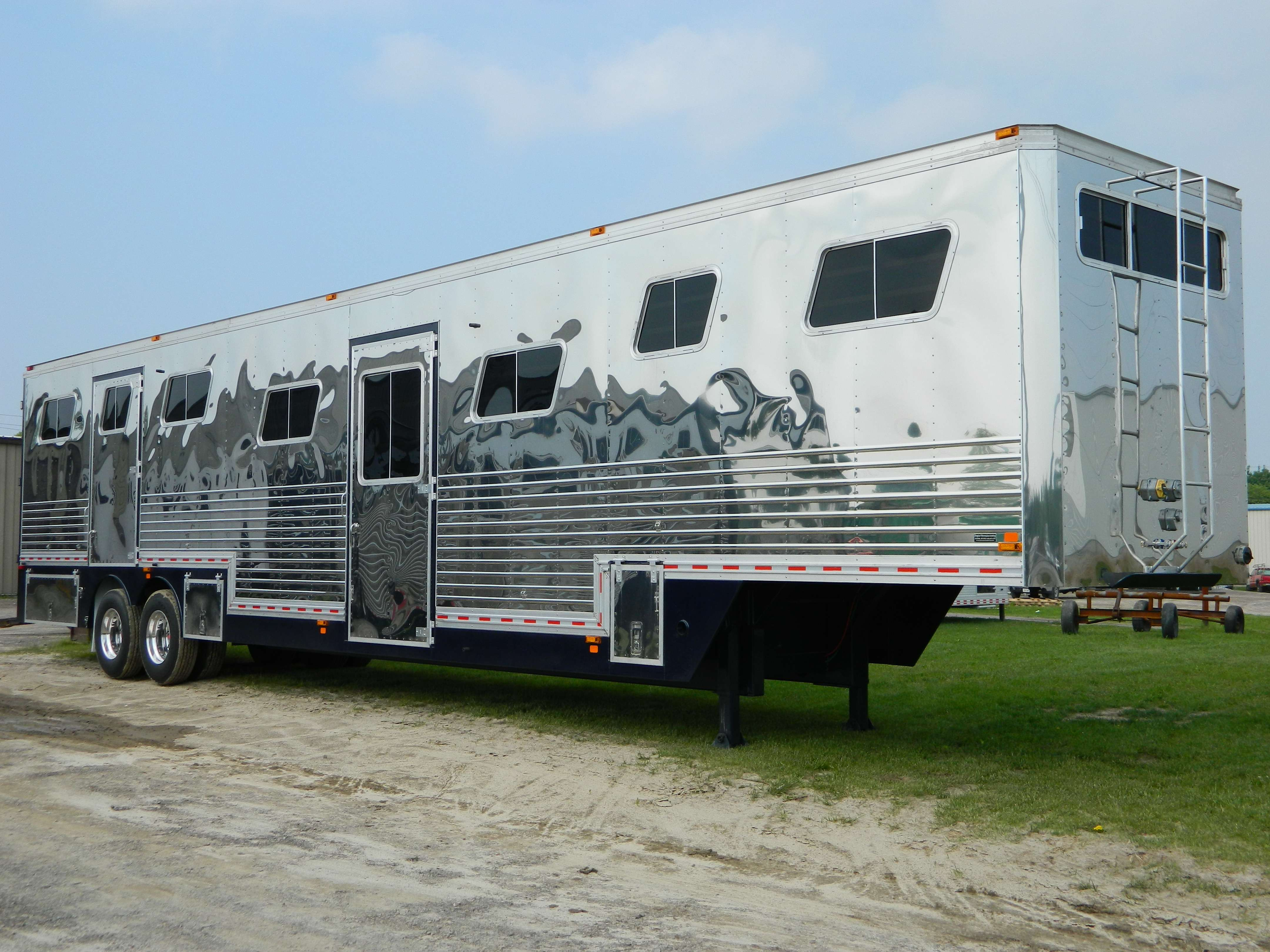 Extruded Aluminium Top Rail 15 Horse Trailer